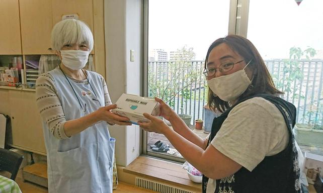 児童施設にマスクを寄贈